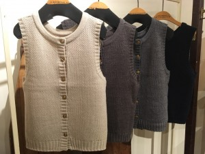 秋のニットベスト入荷しました☆彡 / mumokuteki goods&wears京都