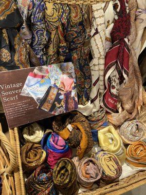 夏のお洒落には「ヴィンテージスカーフ」を。 / mumokuteki goods&wears京都